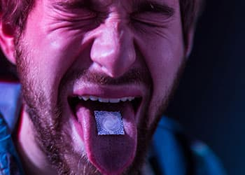 the effects of hallucinogenic drugs Facts about hallucinogenic drugs, causes of drug addiction & the effects of pcp, lsd, mushrooms, ketamine, mescaline, angel dust, acid & other hallucinogens.