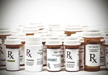 the issue of drugs and its abuse Prescription drug abuse is a huge problem in the us the cdc says one in five teens experiments with prescription drugs at some point, and most teens obtain the drugs not from drug dealers or the.