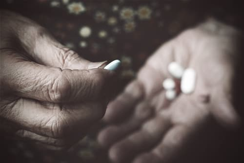drugabuse_shutterstock-118079764-hand-pills-hydro-FI