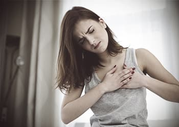 woman-feeling-chest-pain-side-effects
